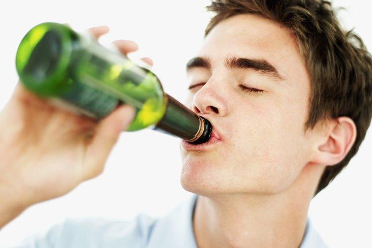 Mantén un control cuidadoso de tu inventario de bebidas alcohólicas para asegurarte de que tu hijo adolescente no las consuma.
