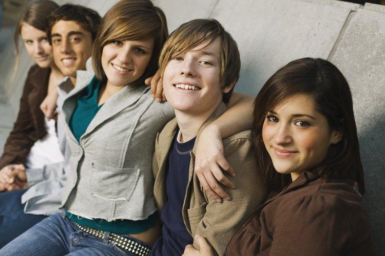 Los adolescentes que se aceptan a sí mismos y a otros tienen una mejor vida social.