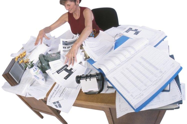 Después de trabajar un rato, tómate el tiempo para organizar tu lugar de trabajo de acuerdo con tus preferencias, para arreglar el desorden de tu escritorio.
