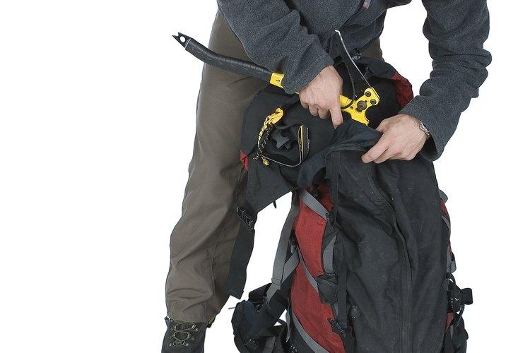 Coloca los artículos que necesitarás con más frecuencia o fácilmente en el exterior o en los bolsillos exteriores.