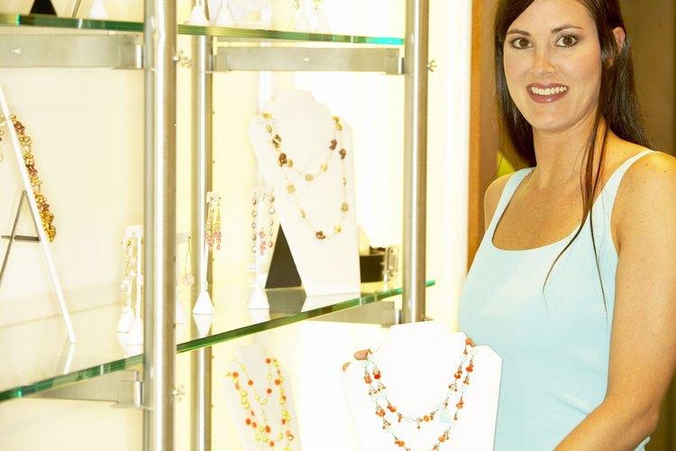 Si estás buscando comprar un regalo del 40 aniversario para una mujer, la joyería siempre es un buen lugar para empezar.