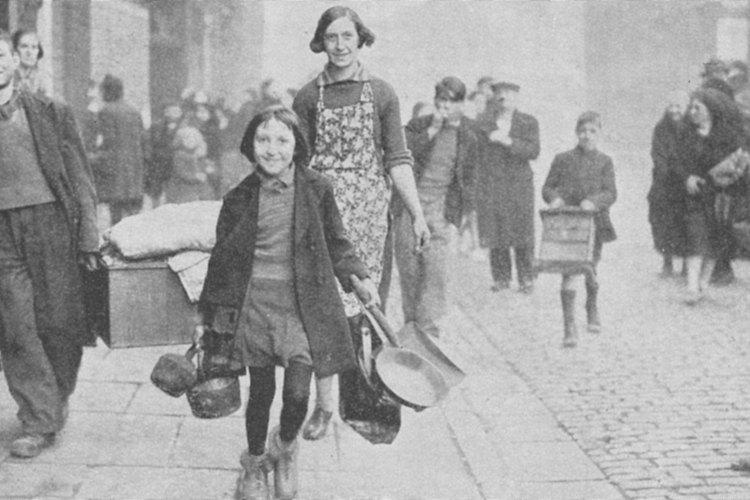 Tanto mujeres como niños se unieron a la mano de obra durante la guerra.