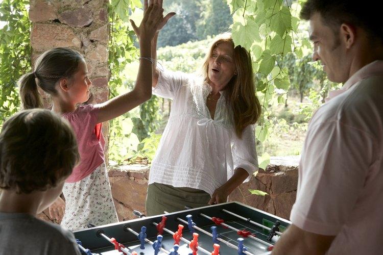 Tu hija de 9 años está siendo más independiente pero todavía necesita ayuda para organizar su propia fiesta de cumpleaños.