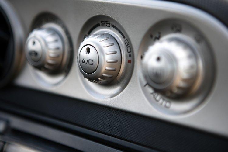 Los circuitos eléctricos con aire acondicionado están protegidos por fusibles o disyuntores.