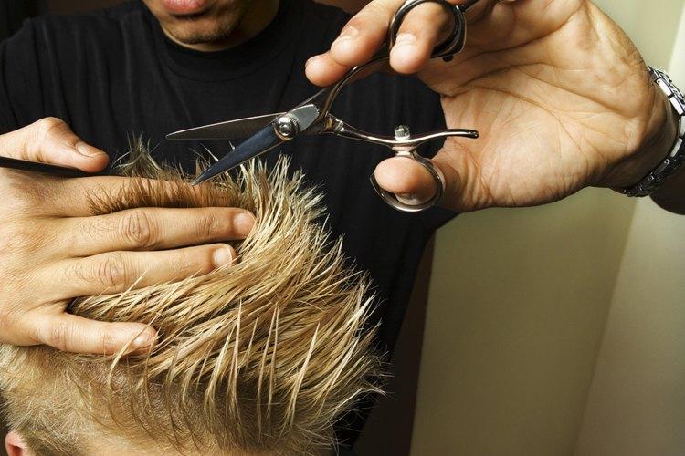 Las barberías se centran en cortes de cabello para hombres, pero los estilistas calificados pueden atender a ambos sexos.