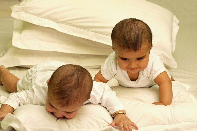 Los bebés pueden jugar sobre su pancita varias veces al día.