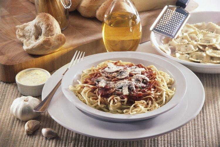 Reemplaza tu típica cena de espaguetis con pasta de mantequilla de ajo rápida y fácil.