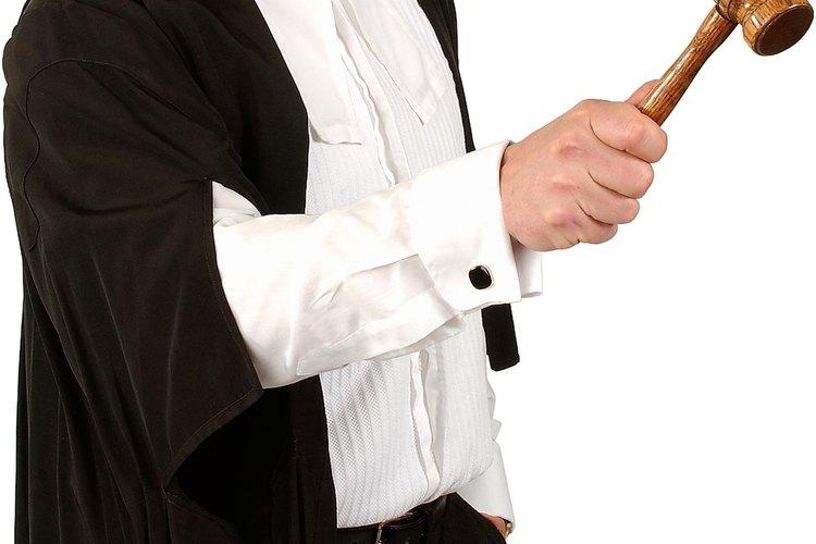 Es aconsejable contratar los servicios de un abogado cuando se apela un caso complejo.