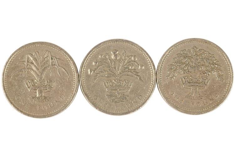 Desde colecciones de monedas hasta marcos de fotos, puedes usar Brasso en una amplia variedad de elementos hogareños.