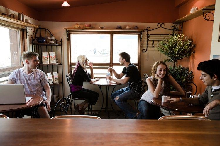 En una cafetería es importante que la música esté a bajo volumen para que no moleste a los clientes.