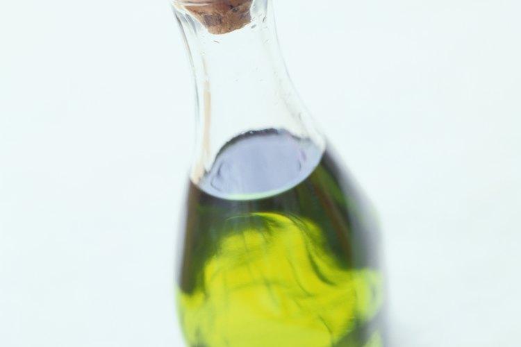 El aceite de oliva es un buen remedio para el cabello seco.