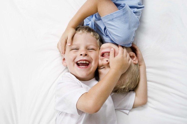 Hacer nuevos amigos ayuda a los pequeños a crecer emocional y socialmente.