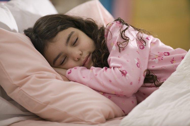 Dormir lo suficiente es fundamental para el desarrollo de un niño.