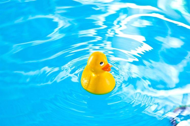 La supervisión y la colocación cuidadosa de la piscina de un niño son cruciales para la seguridad.