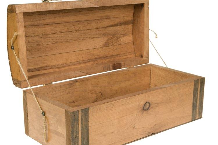 Un baúl de madera simple es uno de los mejores para tapizar.