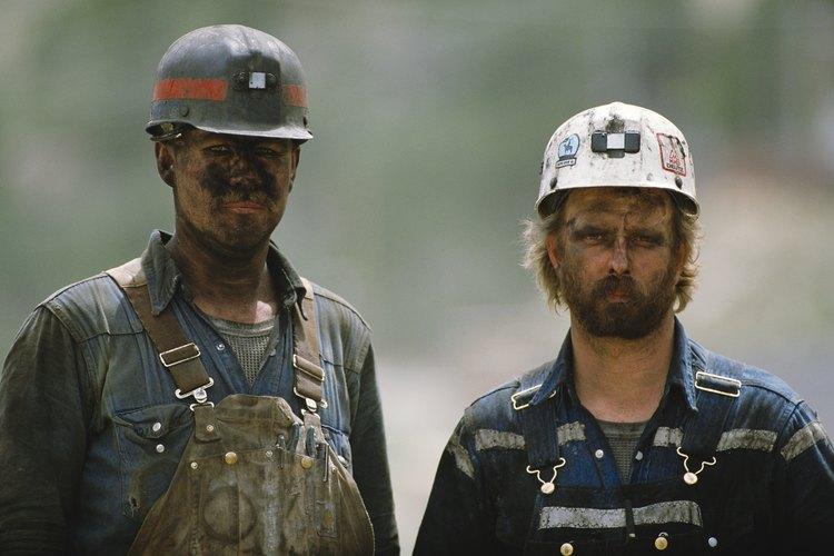Los ingenieros de minas trabajan para hacer seguras las minas.