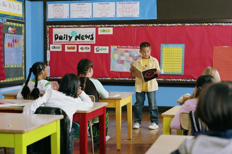 La mayoría de los distritos escolares comienzan el proceso de adaptación curricular mediante la formación de un equipo de plan de estudios.