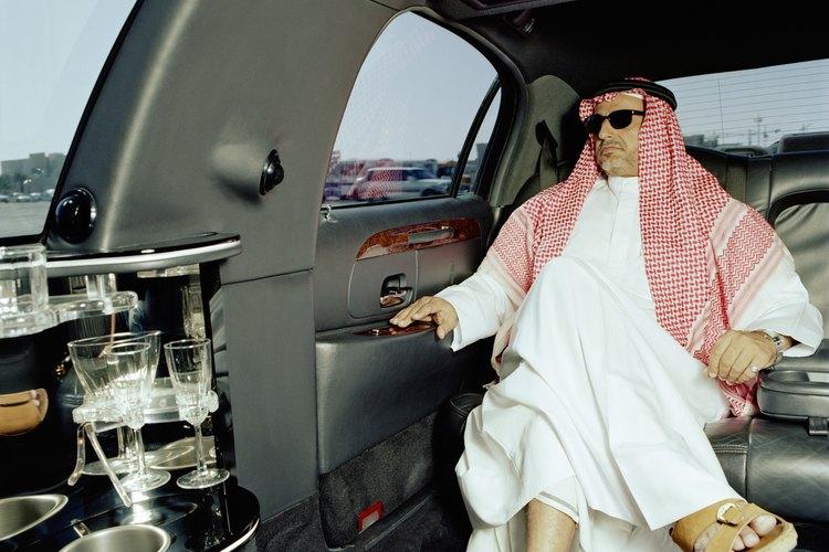 Las túnicas de jeque son una vestimenta tradicional para los hombres árabes.