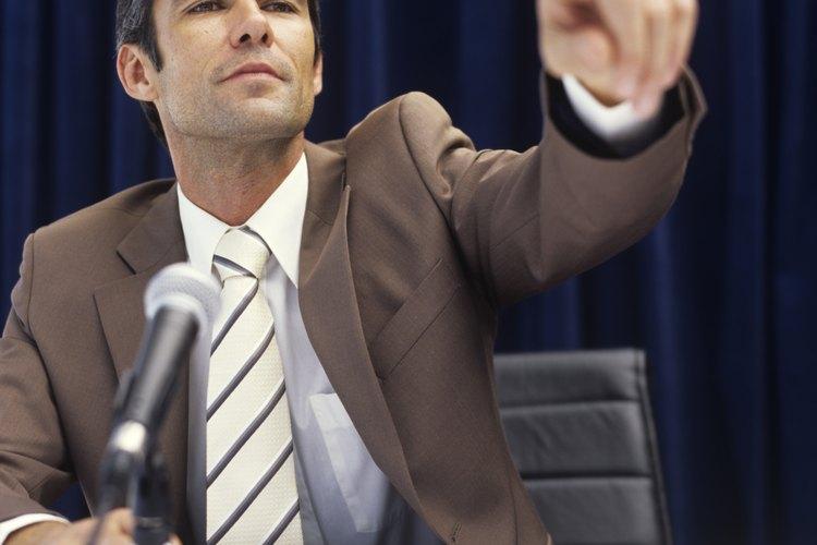 El teleprompter se usa en conferencias.