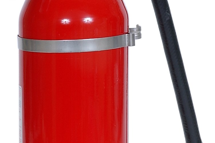 Los usuarios deben darle mantenimiento a sus extintores una vez al año como mínimo.