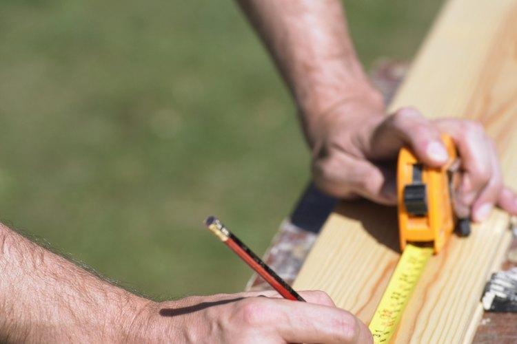 Paso 4. Mide, marca y corta para hacer la base de la cuna