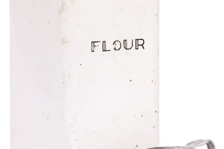 Con algunos ajustes, la harina común se puede sustituir por harina leudante.