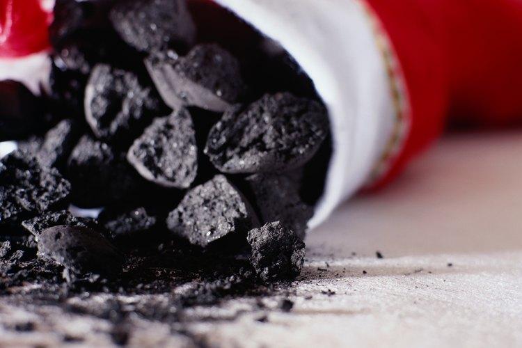 ¿Quién comenzó el rumor acerca de niños recibiendo carbón en su media de Navidad?