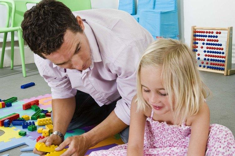 Los juguetes Montessori son entretenidos y educativos.