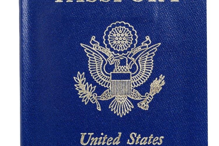 Los pasaportes son denegados por razones que incluyen solicitudes incompletas a órdenes de arresto pendientes.