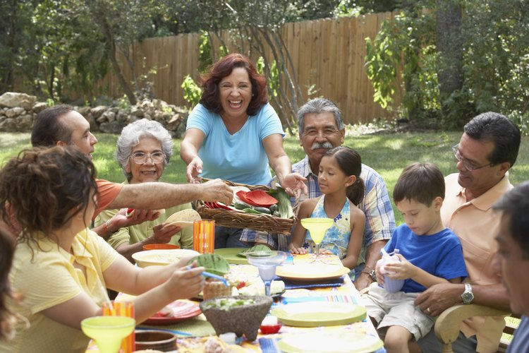 Puedes hacer una mesa de picnic plegable fácilmente.