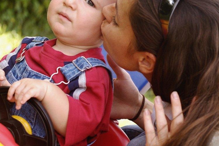 Un simple beso puede diseminar el virus que causa vesículas.