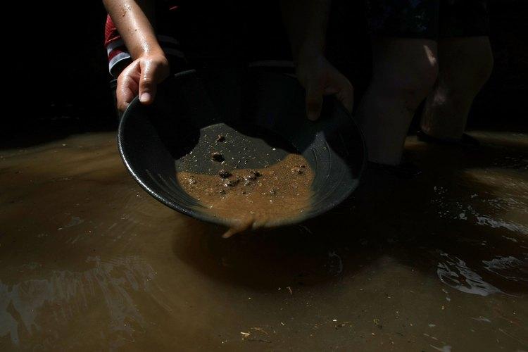 Los turistas aún pueden buscar oro en algunas de las minas de oro antiguas de Georgia.