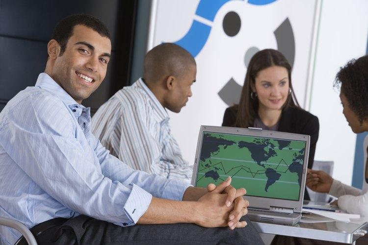 Contar con un grado en relaciones internacionales suele implicar trabajar con gobiernos.