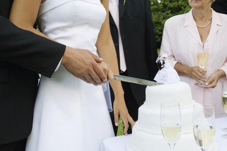 Suele encontrarse fondant en los pasteles de bodas.