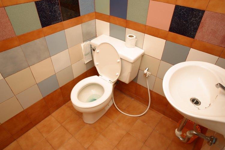 La actualización de un pequeño cuarto de baño puede hacer que parezca más grande.