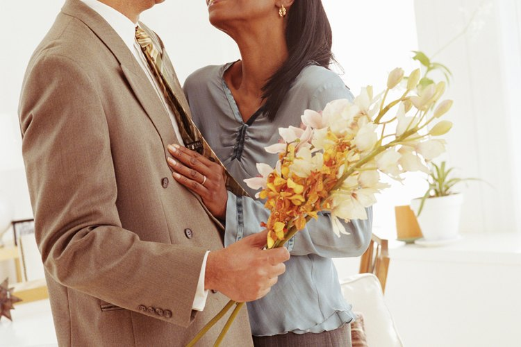 Conoce algunas alternativas de regalos de aniversario para tu esposo.