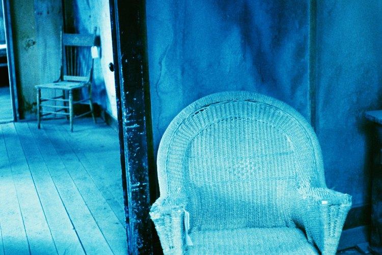 Los crujidos se vuelven más evidentes por las noches, cuando las temperaturas descienden y todo está en silencio.