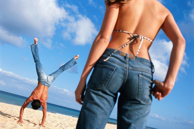 Los vaqueros Levis 501 de cinco bolsillos también fueron diseñados para hombres y mujeres.