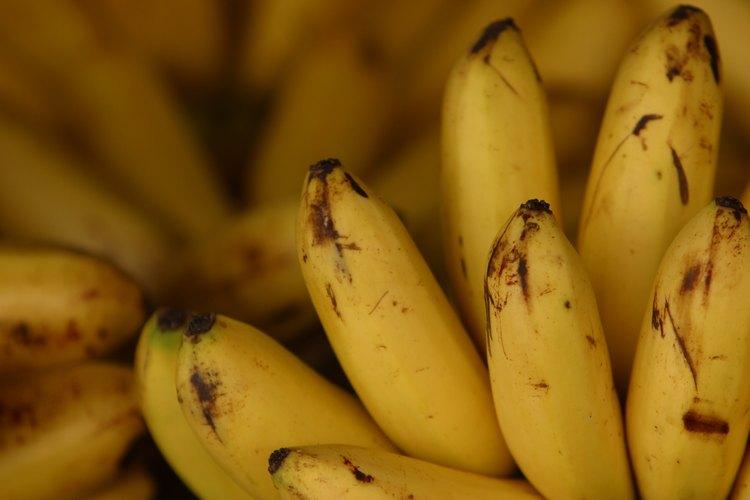 El glaseado de crema de banana va especialmente bien con el pastel de chocolate.