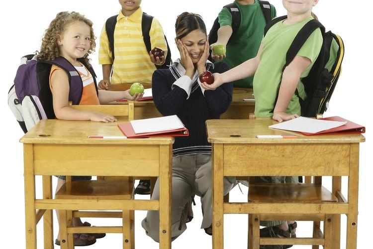 Maestros de escuelas públicas de California manejan estudiantes de todas las edades.