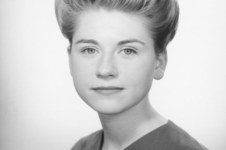 El peinado inflado se desarrolló a finales de la década.