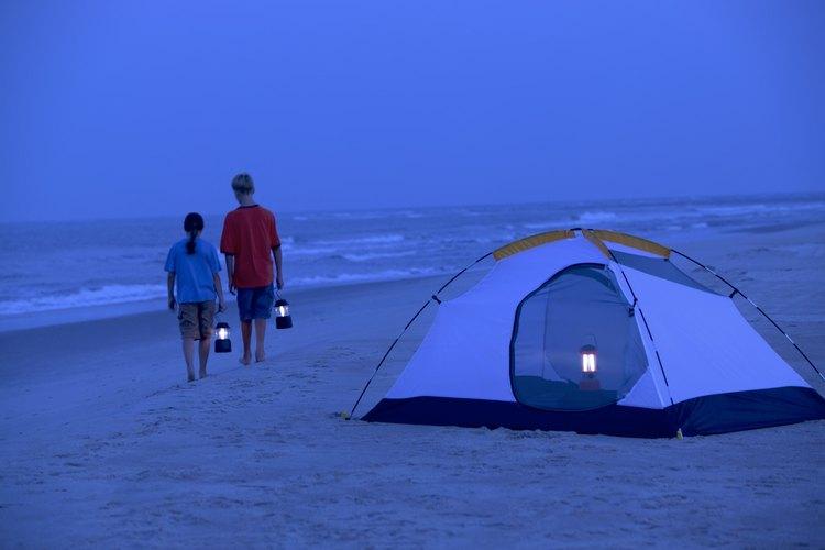 Campamento con carpas en Port Aransas, Texas.