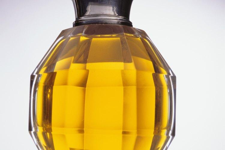 Cómo entender la diferencia entre colonia y perfume.