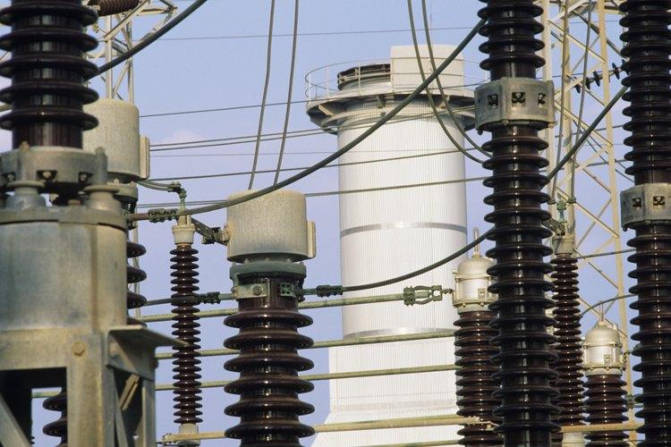 Los aislantes eléctricos son frecuentemente construidos de material cerámico.