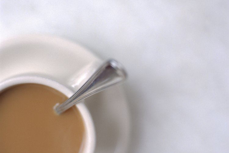 Cómo arreglar sopa, jugo o salsa que tenga mucha sal.