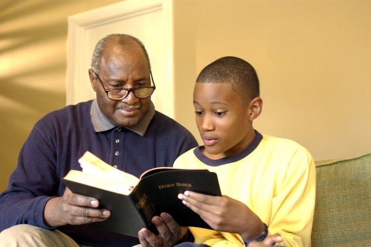Tu niño puede explicar una historia de la Biblia a alguien para ayudarle a convertirse en cristiano.