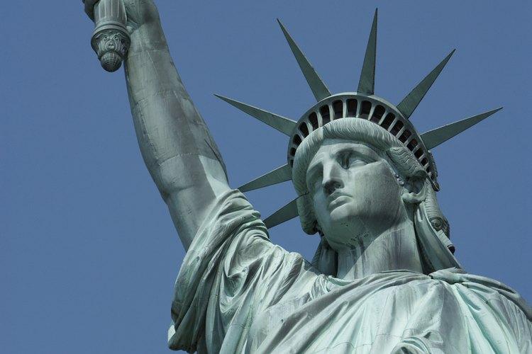 La petición I-130 pasa por cuatro etapas antes de que el inmigrante aplique para una visa.