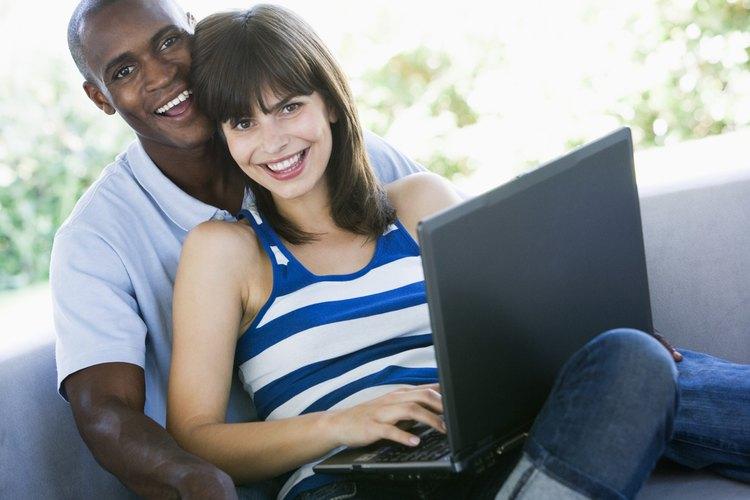 Compra el dominio con el nombre de tu pareja y sorpréndela.
