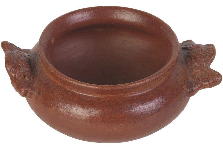Una vasija de barro es una olla de barro que se puede utilizar para cocinar, para decoración o almacenamiento.
