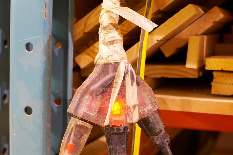Sobrecargar los enchufes eléctricos puede ser peligroso.